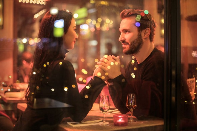 11 Tips for Finding the Right Person While Online Dating