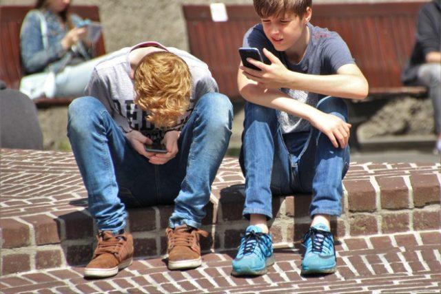 boys cellphones children